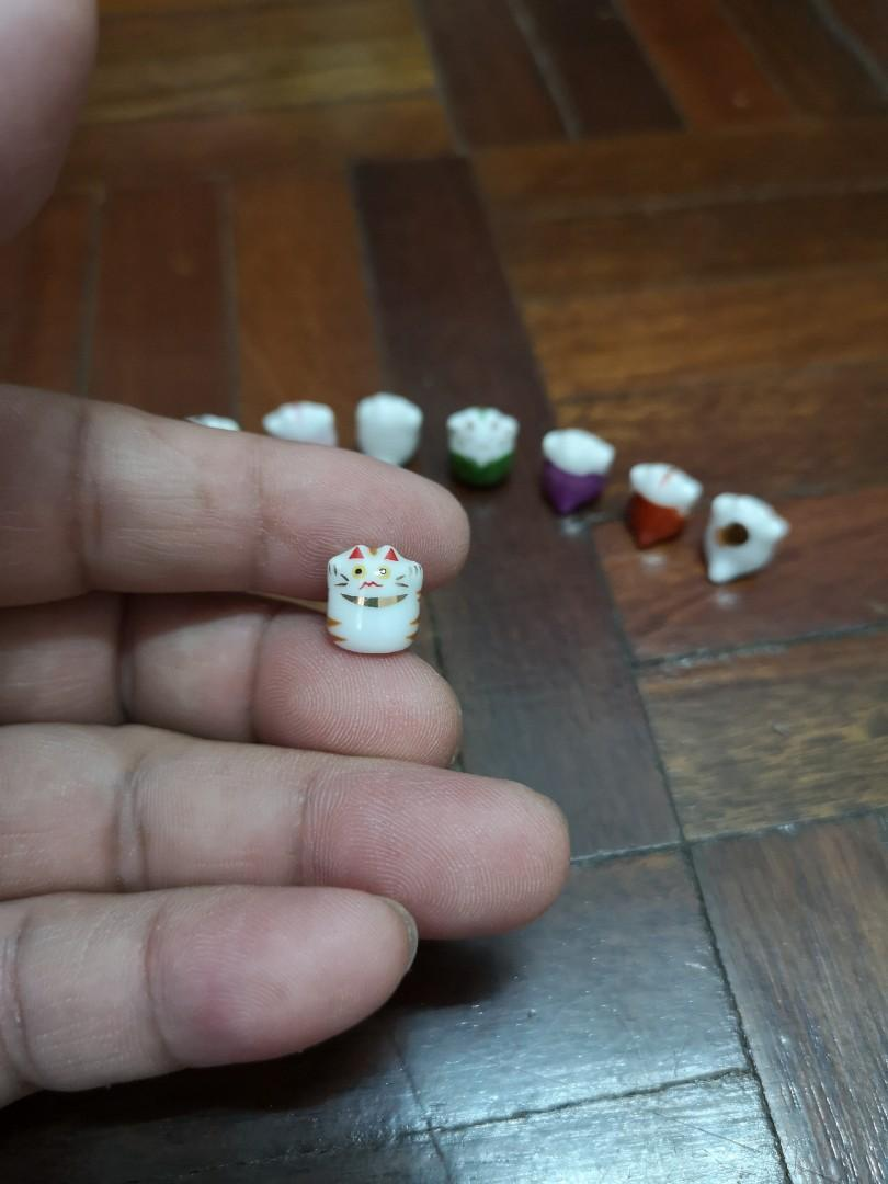 Super small size of prosperous cat from Japan