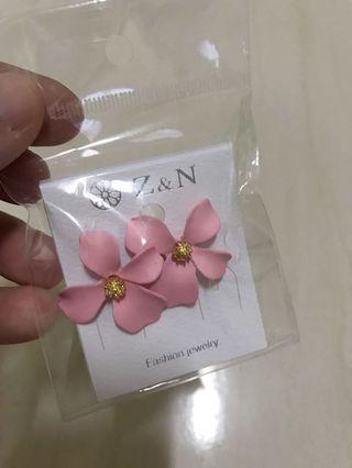 粉色花朵耳環