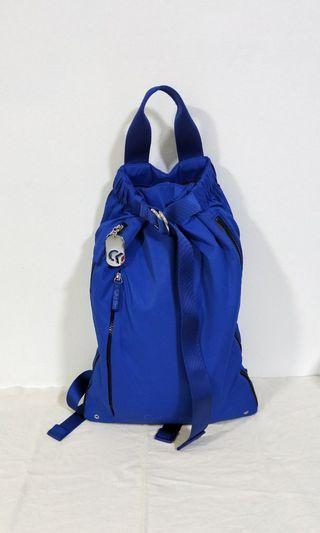 Calvin Klein 寶藍色側拉鏈束帶防潑水輕量尼龍後背包