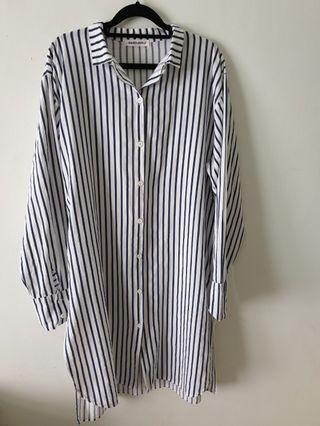 韓 深藍色粗直條紋超長版寬鬆側開衩長袖襯衫