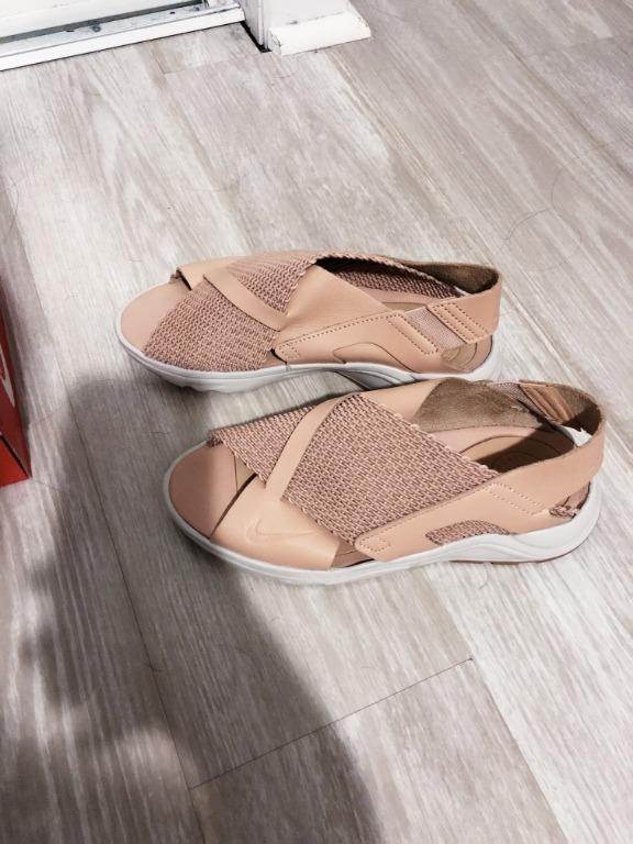 LIKE-NEW Authentic NIKE Huarache Huarache Ultra Sandals (Size 6)