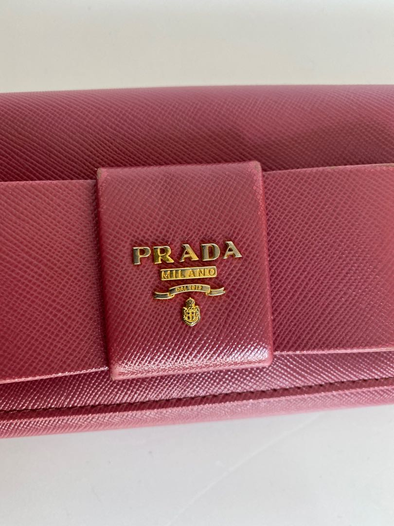 Prada bow saffiano leather.100% real. Excellent condition