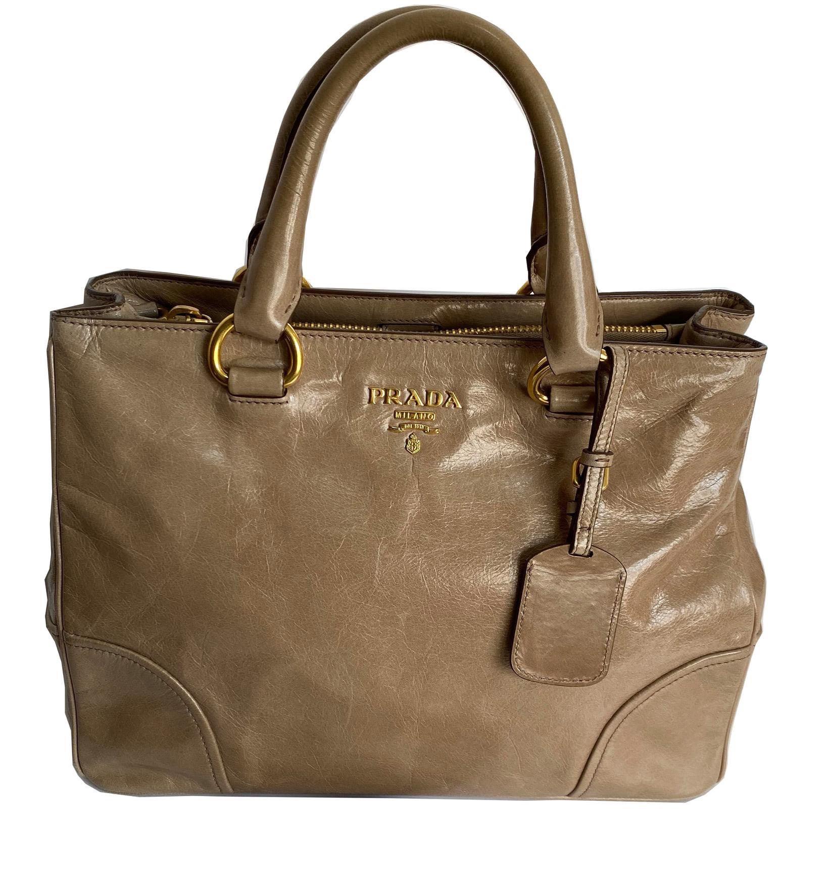 Prada vitellio shine tote bag. 100% real. 90% new