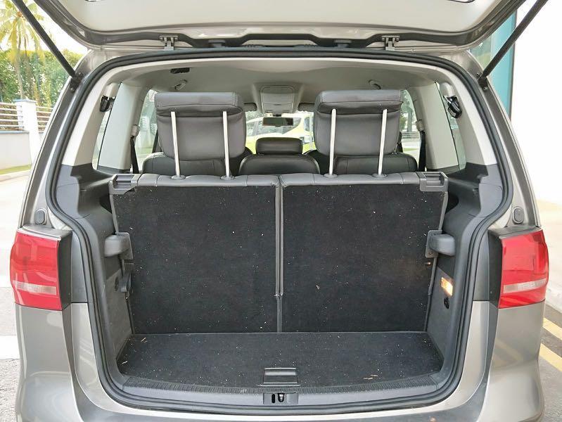 Volkswagen Touran 1.4A TSI ( 7-seater )