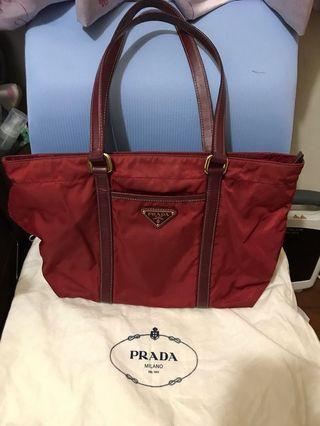 正品 Prada紅色側背包