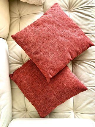 2x Throw Pillows