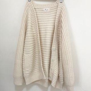 厚針織米白色外套