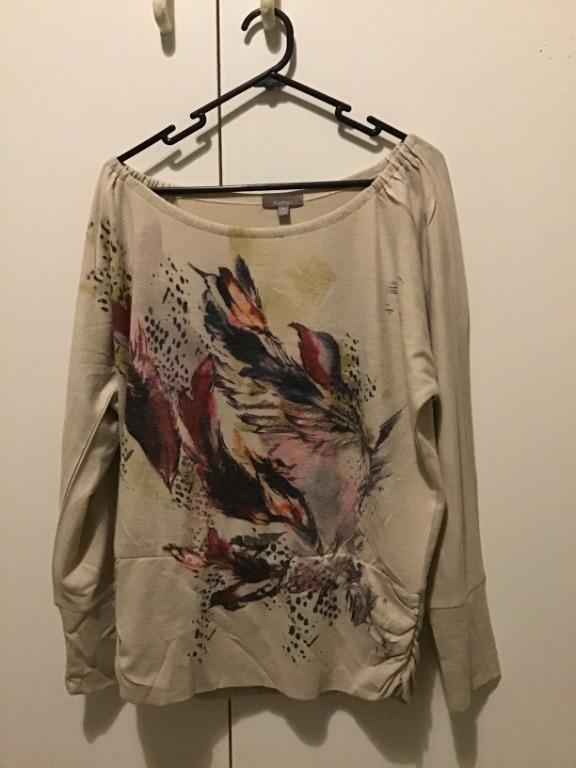 Long Sleeved T-Shirt with beautiful feather design