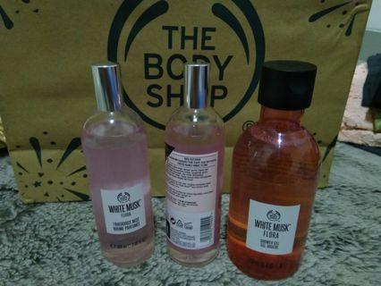 Original The Body Shop - Set 1 White Musk Flora Mist Perfume & 1 Shower Gel