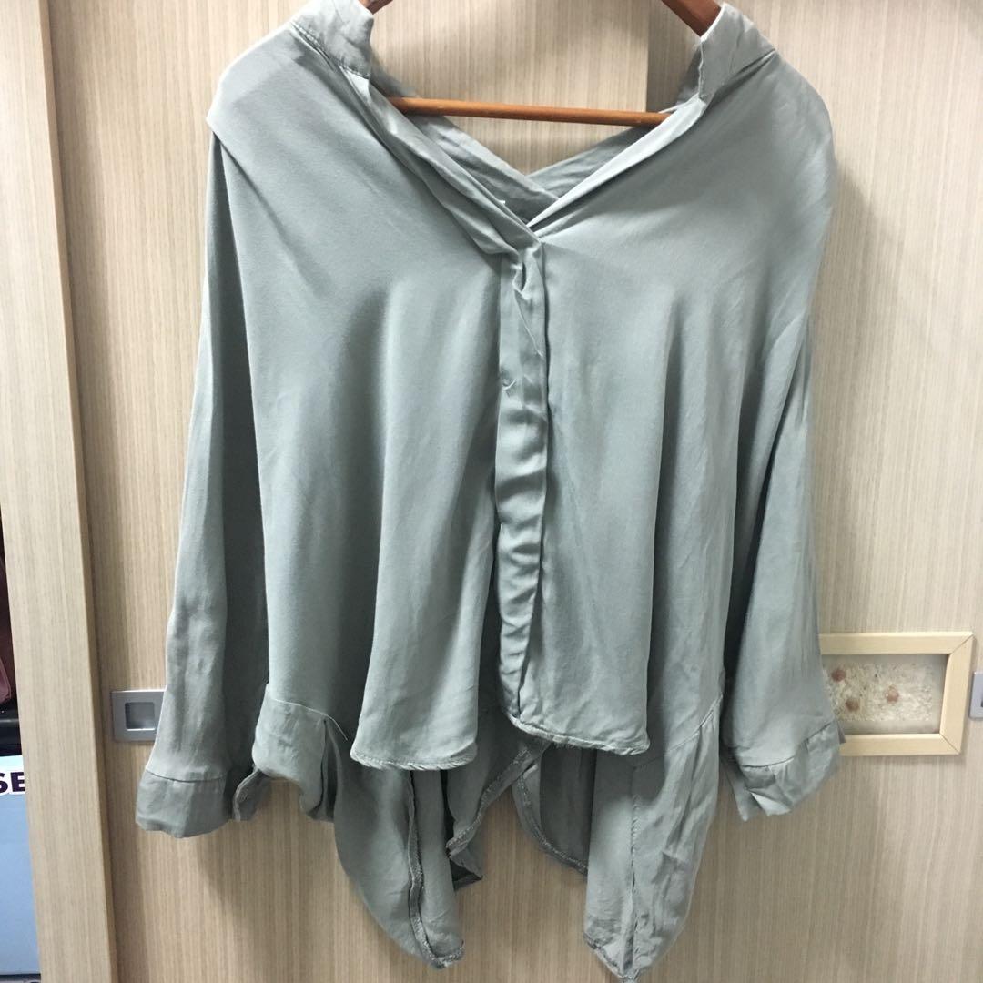 韓 質感親膚軟布襯衫上衣 賣橄欖綠