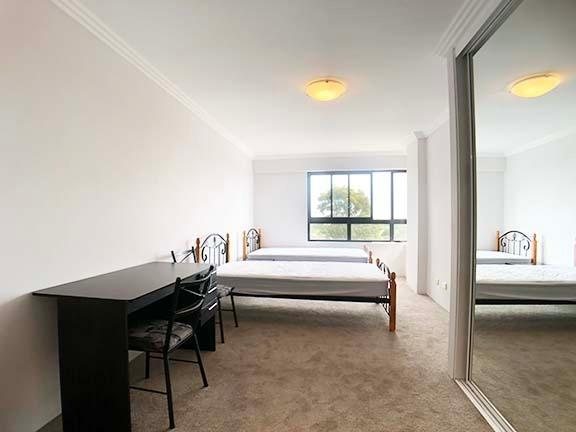 Fully Furnished HUGE 3 Bedroom Only 5 Minutes to Station
