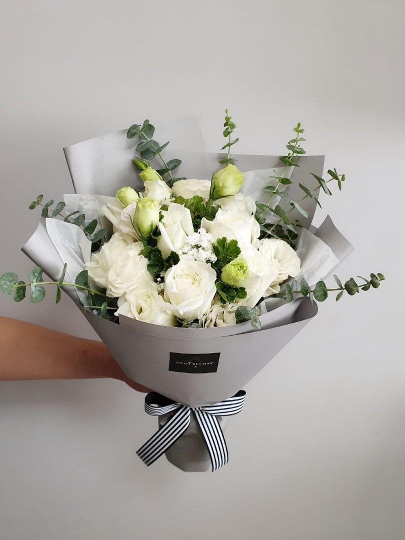 (R19) Blanc - White Roses Bouquet
