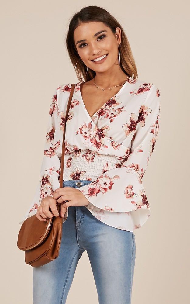 RRP $69.95 Showpo Dear Darling Floral Wrap Top Blouse Size 4 / XXS