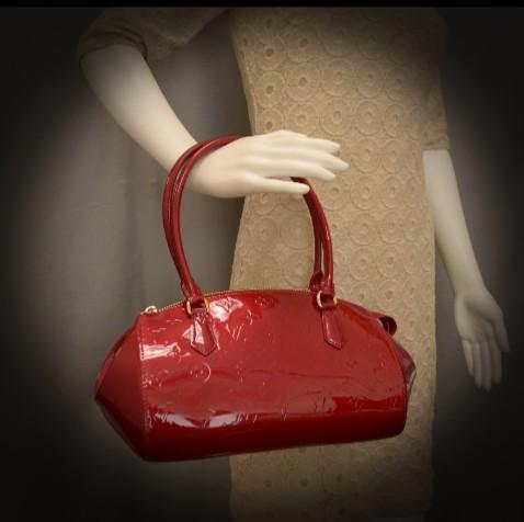 URGENT SALE AUTHENTIC Louis Vuitton Sherwood PM Shoulder Hand Bag M91494 Vernis Pomme Damour