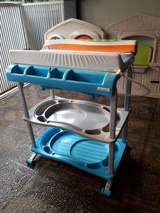 Baby tafel  bak mandi bayi changing table mothercare