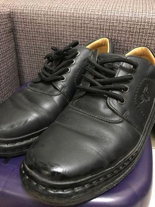 La new 皮鞋 黑色 男生27號