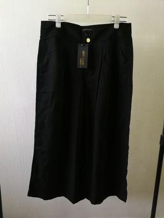 Black wide culottes