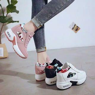 Sneakers Wanita #MAUOVO