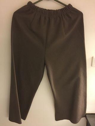 咖啡色類毛衣紋寬褲