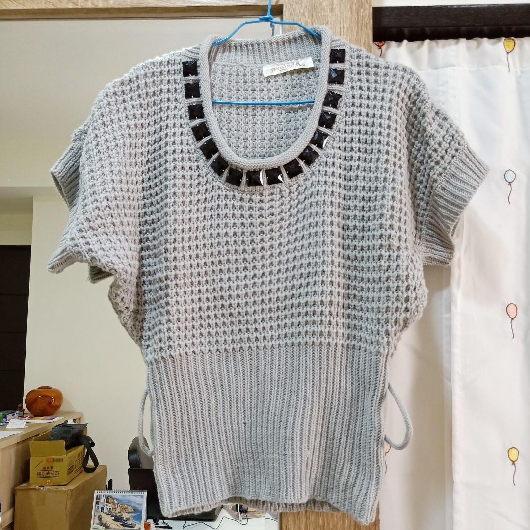 近全新女裝寶石裝飾短版針織衫毛衣