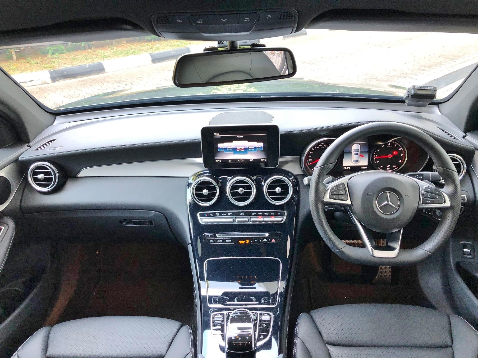 MERCEDES BENZ GLC250 4MATIC COUPE AMG LINE (R19 LED)
