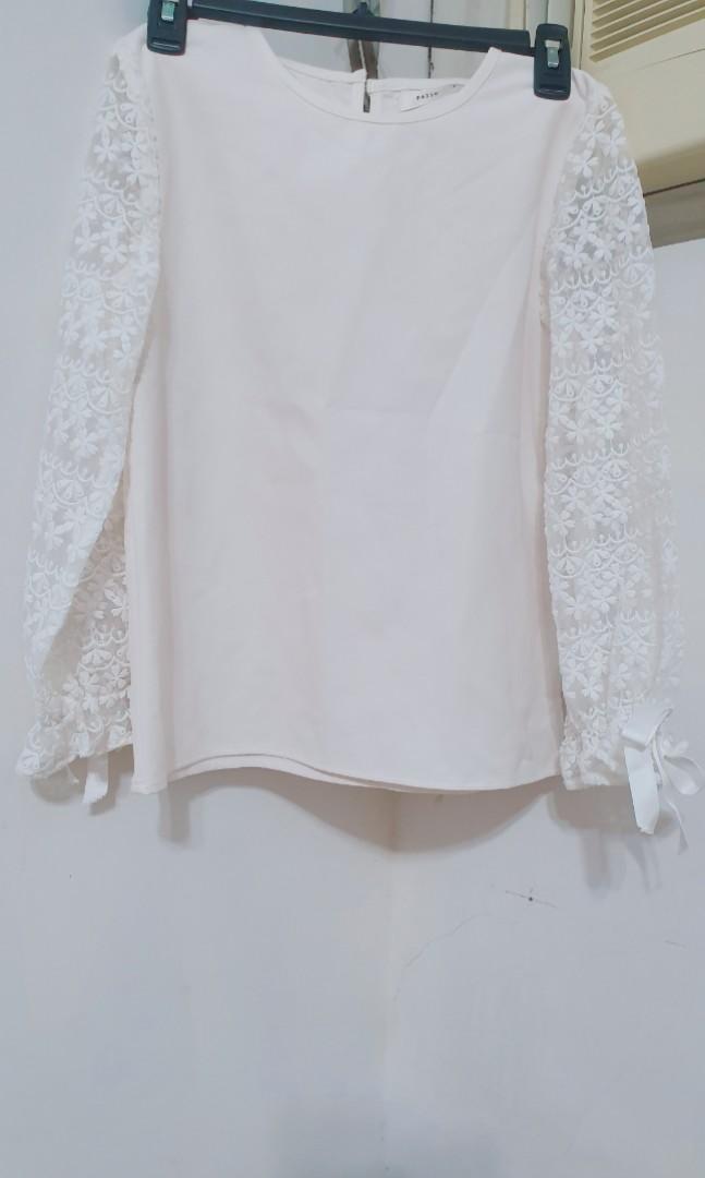 pazzo 蕾絲雕花縮袖蝴蝶結綁帶上衣