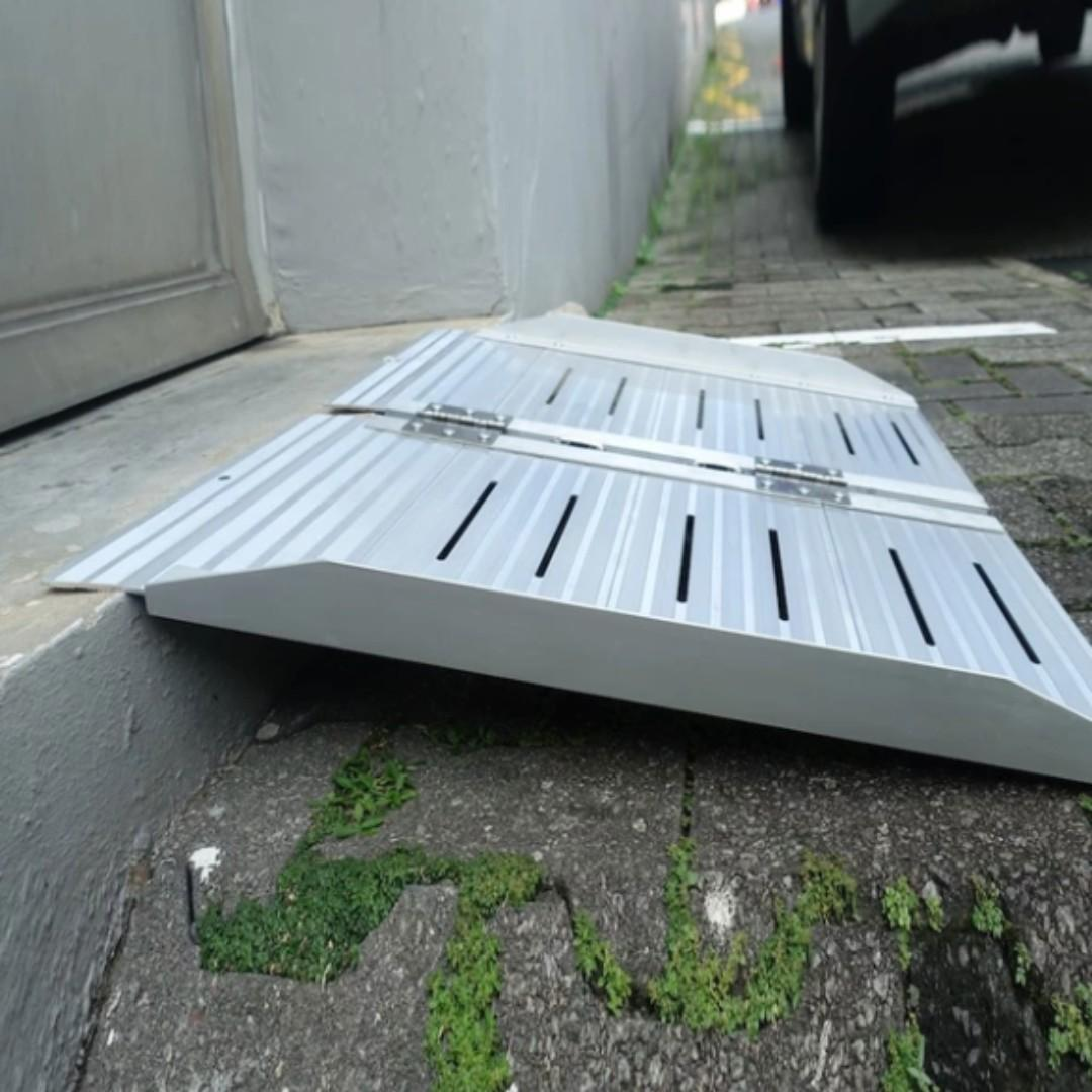 Portable Wheelchair Ramp Bi-Fold Aluminium Ramp 2 fts With Handle For Below 15cm height steps Easy Storage