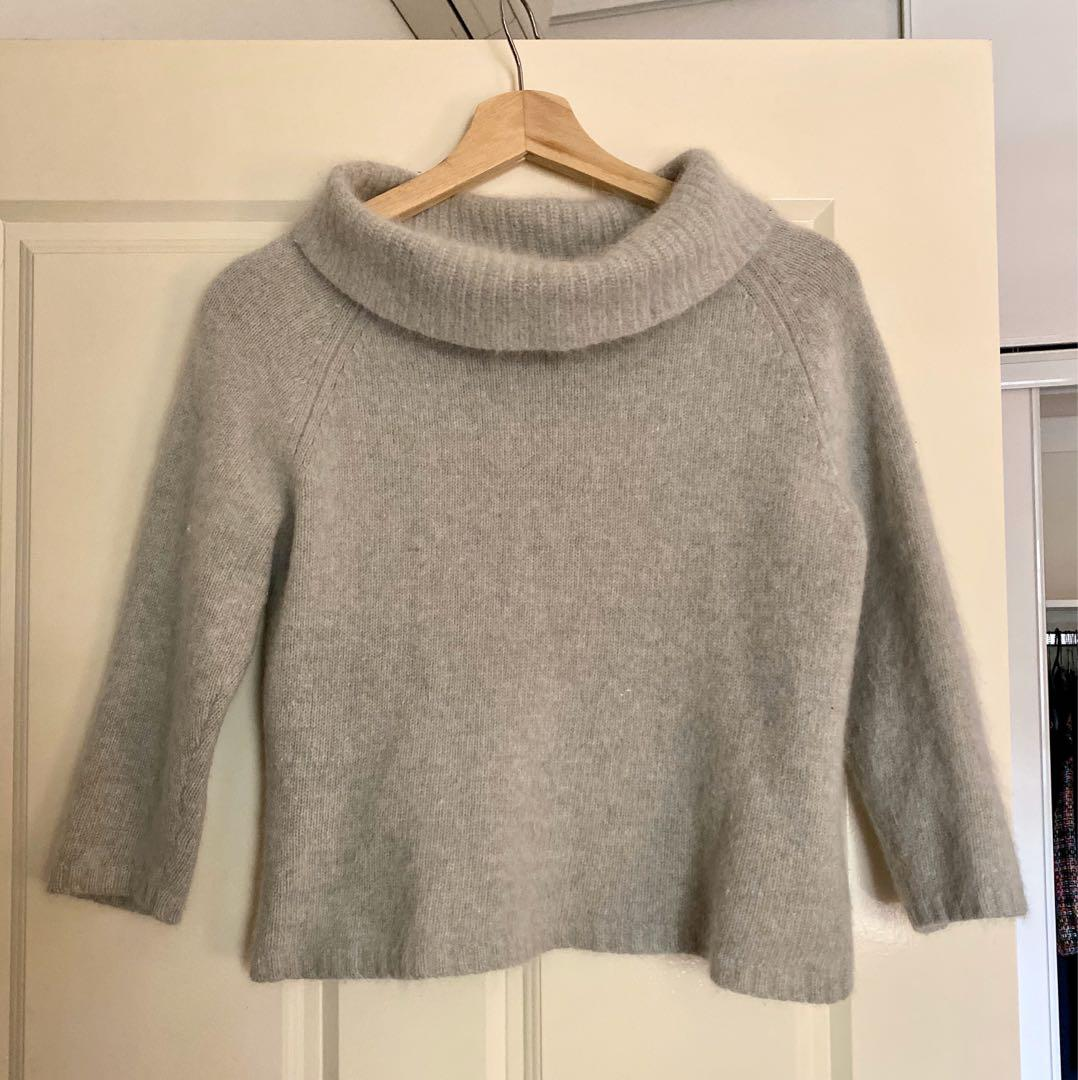 Price reduced - Soft soft and fluffy lambswool turtleneck