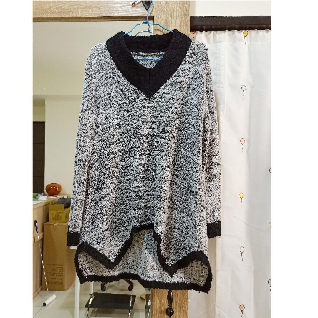 近全新女裝秋冬V領不規則潮流保暖針織衫毛衣 大尺碼