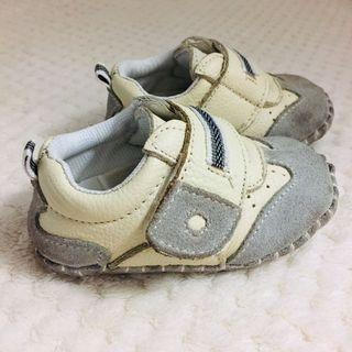 買就送~ 真皮拼接麂皮學步鞋 年齡:6m-9m  身高:66-71 體重:7.5-8.5 腳長:11.75cm  美國尺寸:4 日本尺寸:12 歐區尺寸:20