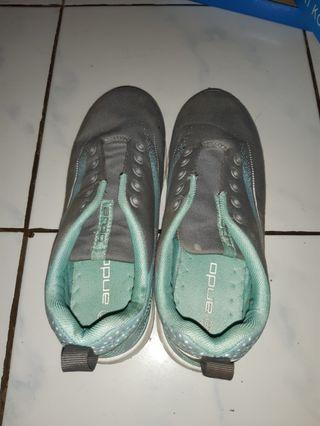 Sepatu Olahraga Wanita Tosca