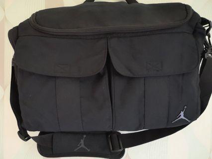 JORDAN laptop sling bag