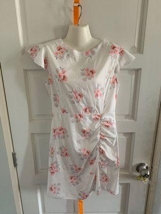 Floral dress with hem ruffle