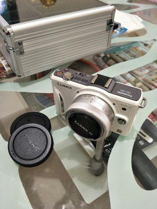 Panasonic Lumix DMC-GF2 + kit鏡 12-32mm F3.5-5.6 銀鏡