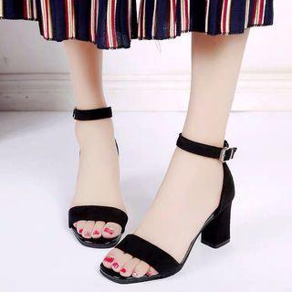 韓款時尚百搭一字扣粗跟涼鞋