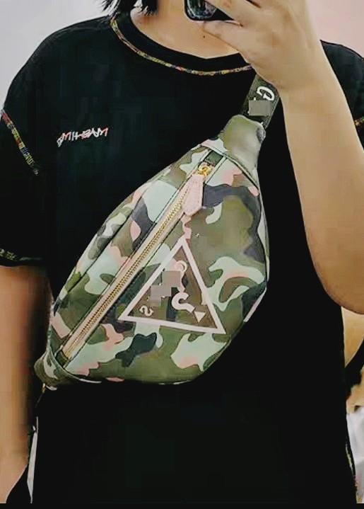 現貨1🎏正版 JP 日本帶回 GUESS 日系 綠色x粉色 迷彩 皮革 小包 斜背包 側背包 腰包 潮流 復古 歐美
