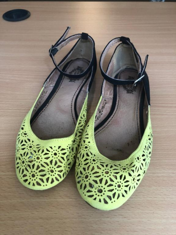 "Flats Black and Yellow Size 7.5 from Spain, ""Green Coast"""