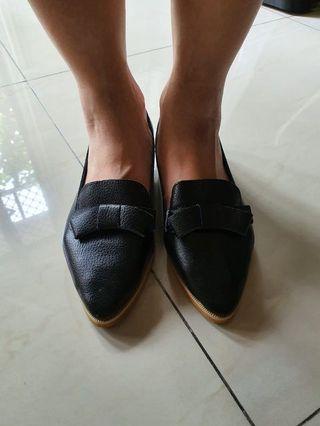 Preloved Black Pointy shoes