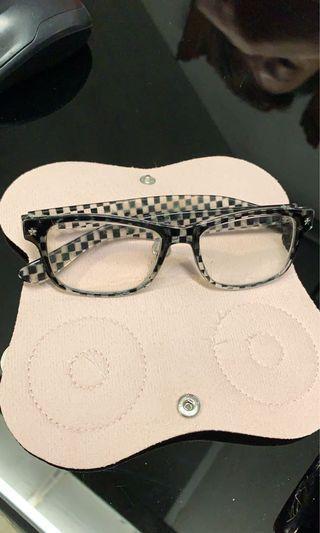 眼鏡收納套(不包眼鏡、亦非眼鏡盒)