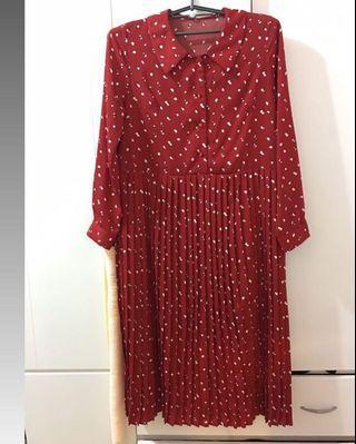 #2020掰掰 復古紅波點百褶長洋裝