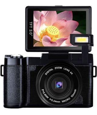 Full HD1080p 24.0MP 4X Zoom Digital Camera 3.0 Inch Flip Screen with Retractable Flashlight