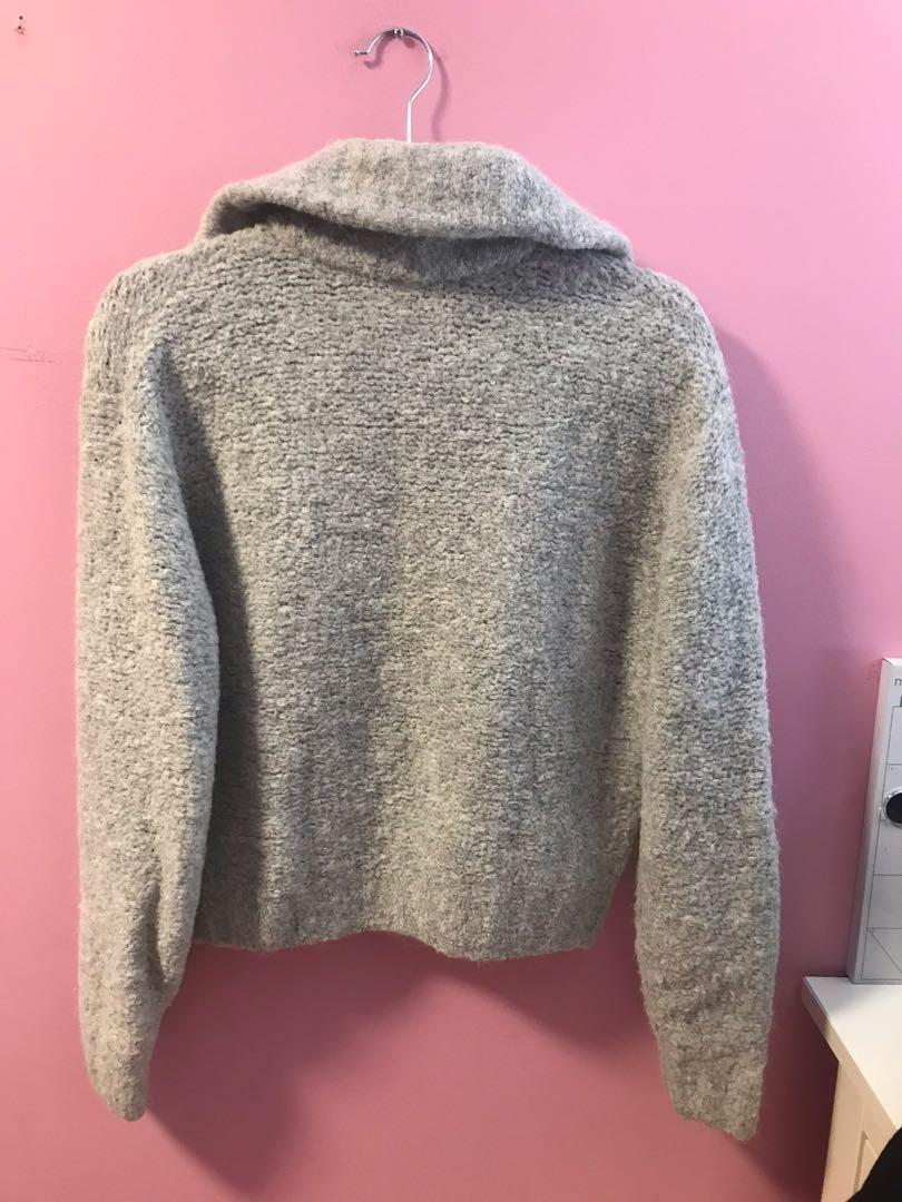 Aritzia Gwyneth Sweater in Grey Size Small