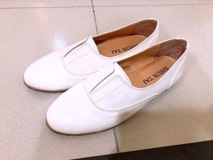 百搭氣質簡約小白鞋