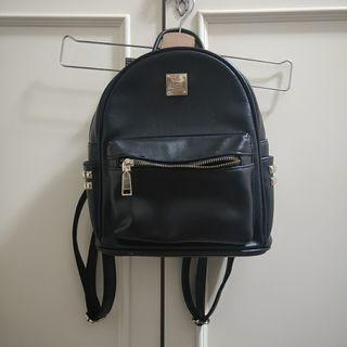 免運~私物/非常好用個性黑色雙肩包/全黑包包/皮製