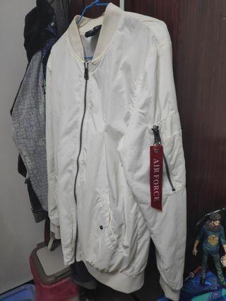 白色飛行外套