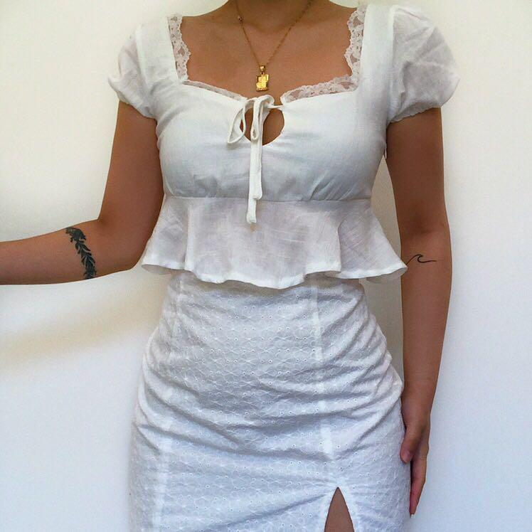 Princesspolly White Cropped Top   New - Never worn it outside   Fits AU 6-8