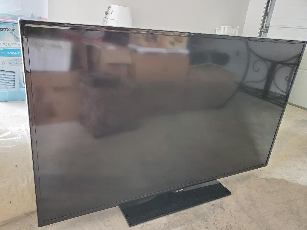 """Samsung TV 55"""" HD FreeView Built-In Model: UA55EH6000M with Remote Control Good Condition"""