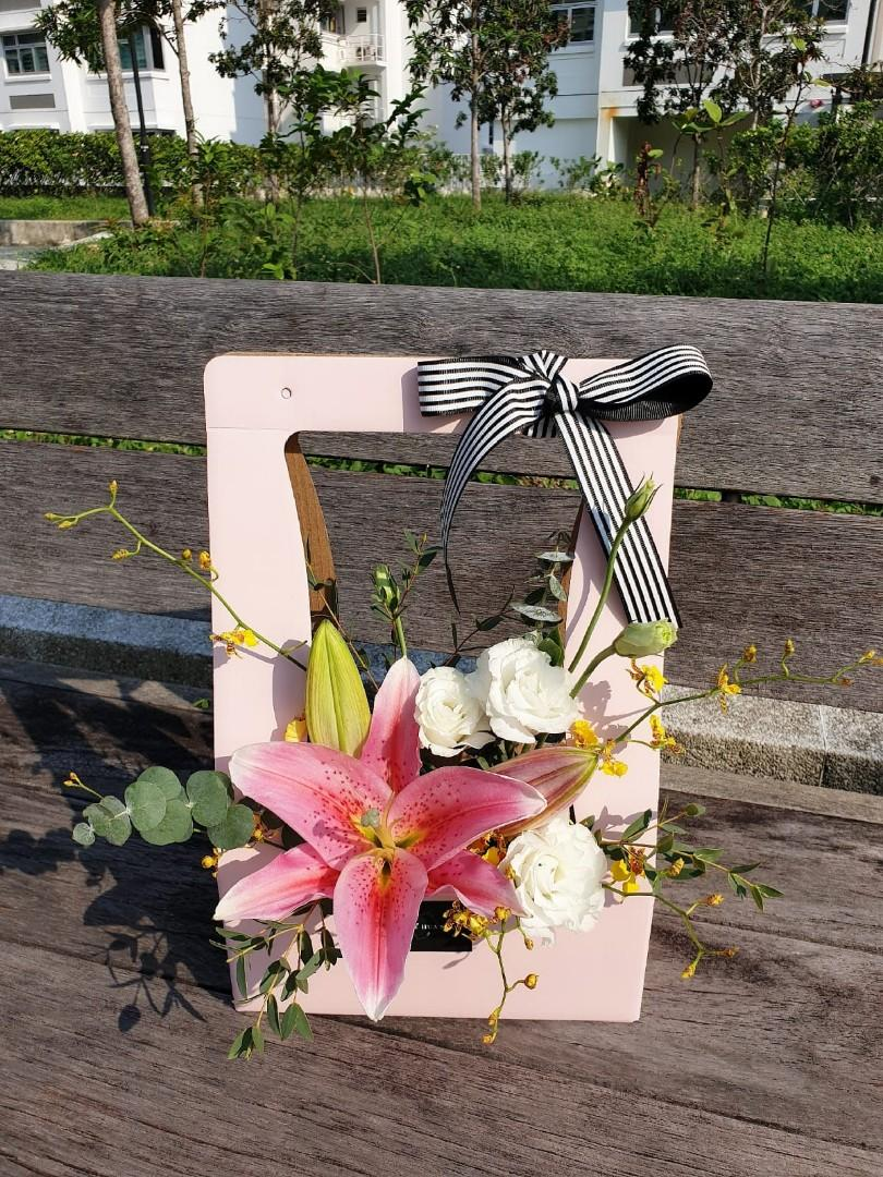 SPECIAL PROMO! Pink Lily Floral Box