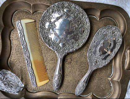 重量級英國製厚板浮雕鍍銀手拿鏡/長扁梳/衣刷三件組