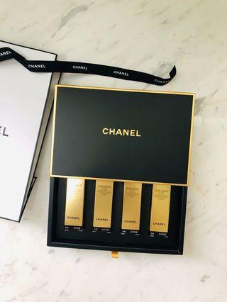 奢華晶鑽賦活粉底乳霜 5ml x 4 附禮盒紙袋緞帶 Chanel